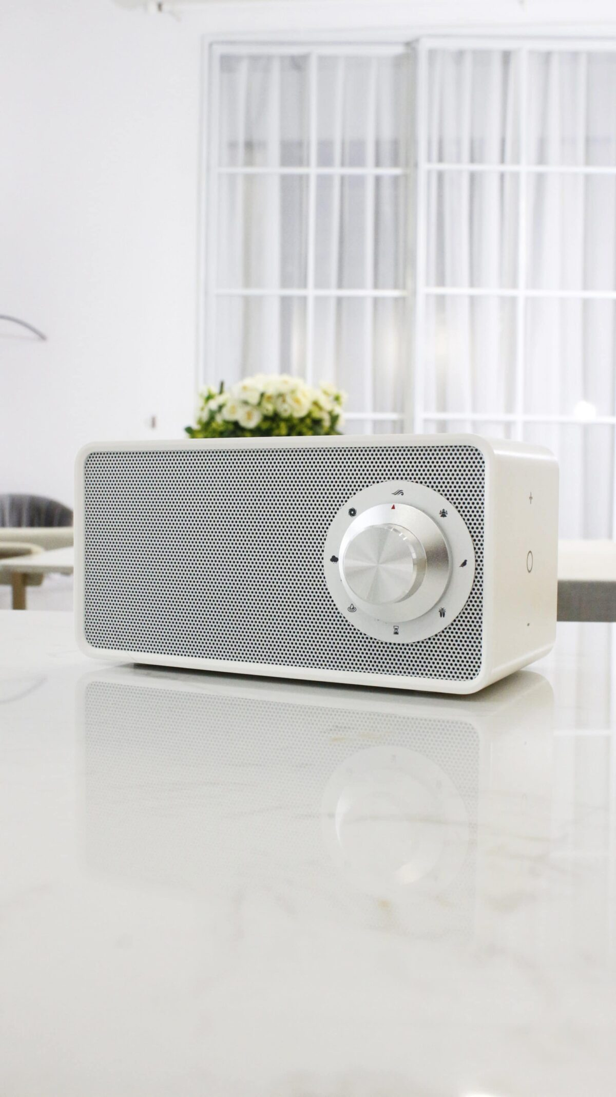 Speaker & draadloos lader white noise sfeer2 - Yipp & Co
