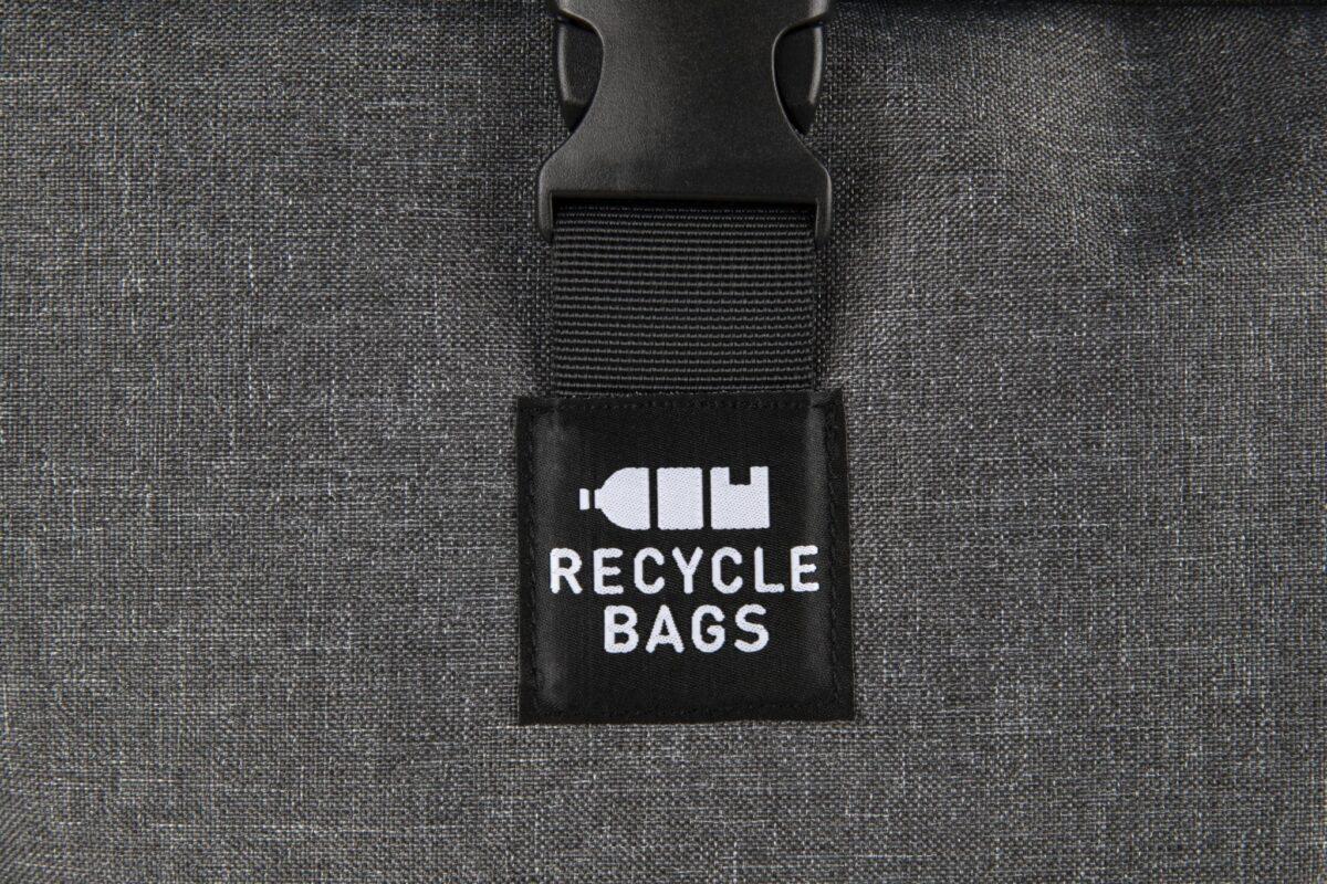 rPET Backpack Roll-top grijs sluitdetail - Yipp & Co